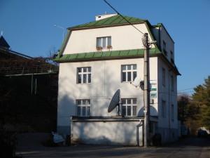 VARES budova
